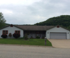 261 RED APPLE, La Crescent, WI 55947